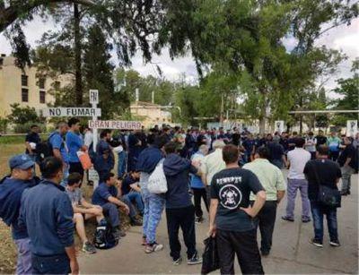 Protestas en Fabricaciones Militares por eventuales despidos masivos