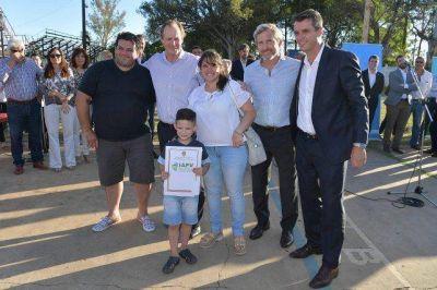 Gustavo Bordet inauguró 350 viviendas en Concordia