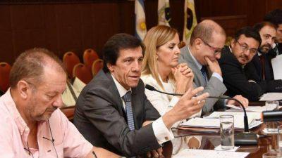 FUNCIONARIOS DE HACIENDA INFORMARON A LEGISLADORES SOBRE EL PRESUPUESTO 2018