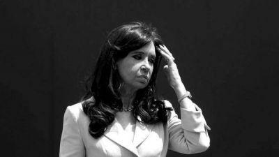 El juez Claudio Bonadio dictó el procesamiento con prisión preventiva de Cristina Elisabet Kirchner