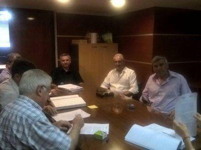 Firmaron contrato por la obra de agua en Claromecó