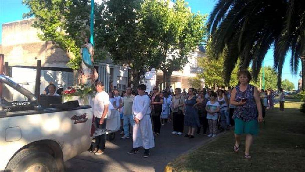 Hubo procesión por el Día de la Virgen