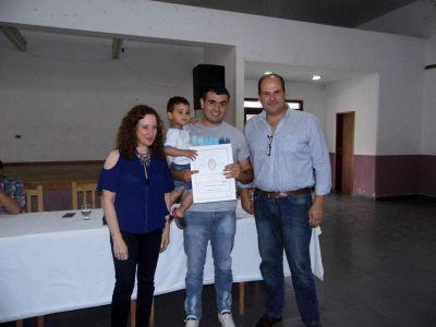 Olivera encabezó acto de entrega y firma de escrituras en Tordillo