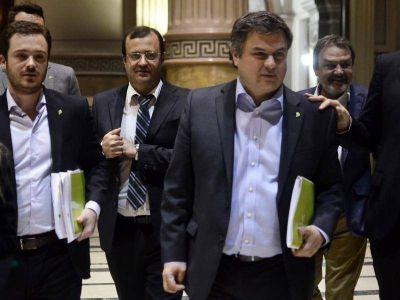 Collar de sandías: Para sacárselo de encima, López Medrano será candidato a intendente de San Martín