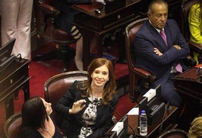 Cristina Kirchner inaugura su nuevo bloque con 8 senadores