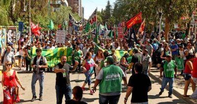 Marcharon para repudiar la represión y el desalojo de los obreros de Maderera MAM