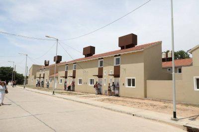 Otras 22 familias recibieron la llave de su casa en Villa Azul