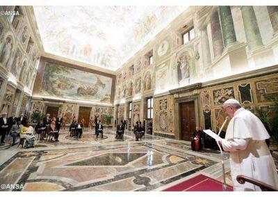 """El Papa a nuevos Embajadores: """"Diálogo, condición para la coexistencia pacífica"""""""