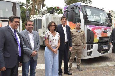 La Gobernadora entregó camiones para Servicios Públicos y Aguas de Catamarca