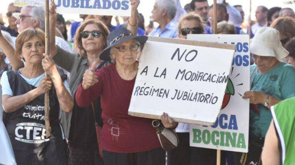 """Reforma Previsional: CTA protestó """"contra el saqueo a los jubilados"""""""