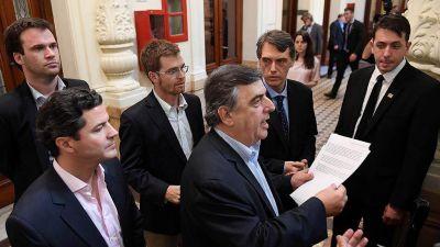El Gobierno avanza con un bono y mantiene la amenaza de sacar la reforma previsional por decreto