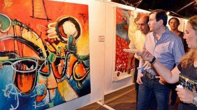El gobernador Gerardo Zamora recorrió la muestra artística