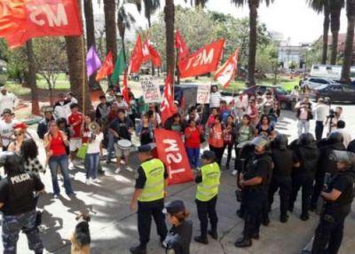 La izquierda protesta en la Legislatura provincial contra el presupuesto 2018