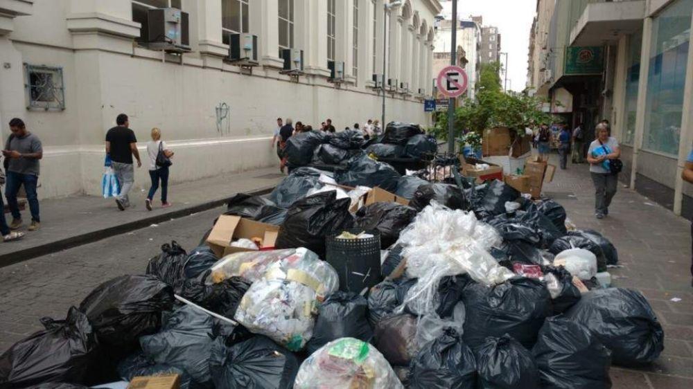 La basura se acumula en las calles de Córdoba por la falta de recolección