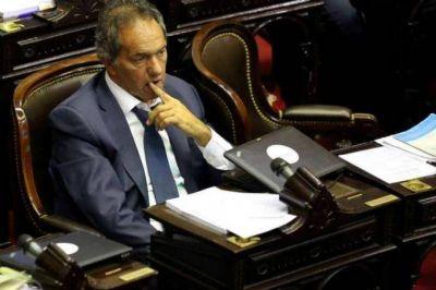 ¿Se quedó dormido? Scioli desapareció en medio de la sesión y no defendió a los jubilados