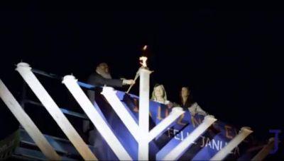 Jabad celebró Januca con el encendido público de una Menorá gigante