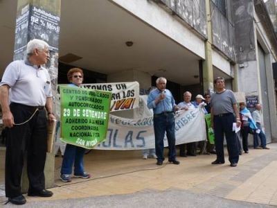 Jubilados autoconvocados brindarán con pan y agua en repudio a la reforma