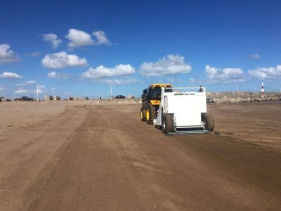 La limpieza de playas avanza en grandes extensiones en Quequén y Necochea
