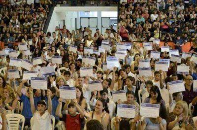 Con becas, el Municipio incentiva a los alumnos a seguir sus estudios