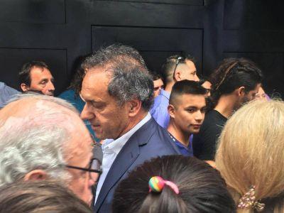 En el PJ, la militancia le reclamó a Scioli que faltó a la votación de la reforma previsional
