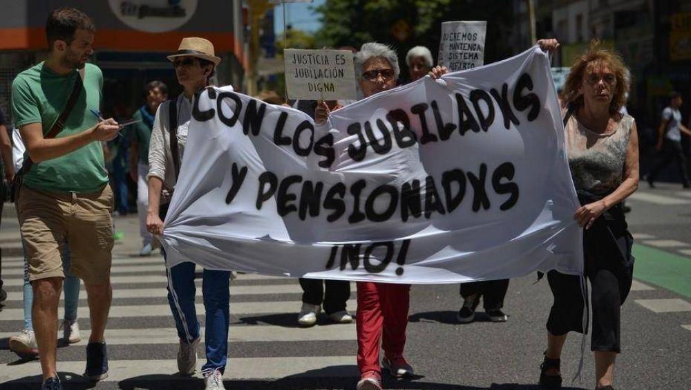 La mitad de los jubilados y pensionados del conurbano no cubre sus consumos básicos