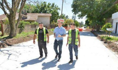 Avanzan los asfaltos y proyectos hídricos