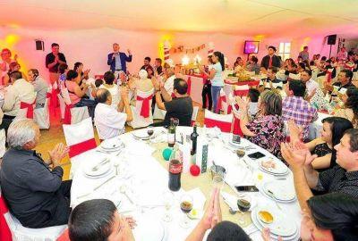 El Gobernador pasó Nochebuena con familias de Jarilla y Chosmes