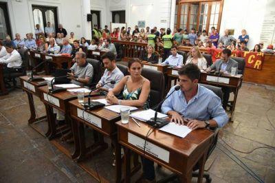El Concejo se expresa en contra del desembarco de Farmacity en la provincia