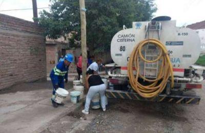 Aguas del Norte repartió agua en barrios que no cuentan con el servicio