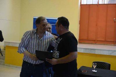 Entregaron 80 lotes en barrio René Favaloro