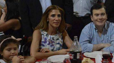 Cálidos saludos del gobernador y la diputada Claudia de Zamora