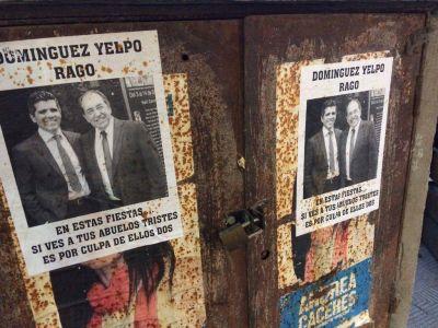 Pegatinas contra Rago y Domínguez Yelpo en Necochea