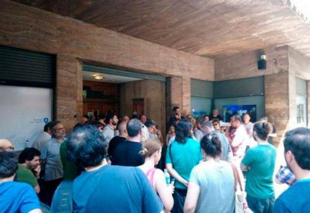 Polémica por 16 despidos en Radio Nacional