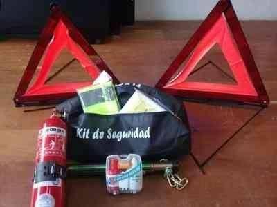 El kit de seguridad que exige la Policía Caminera cuesta unos 900 pesos