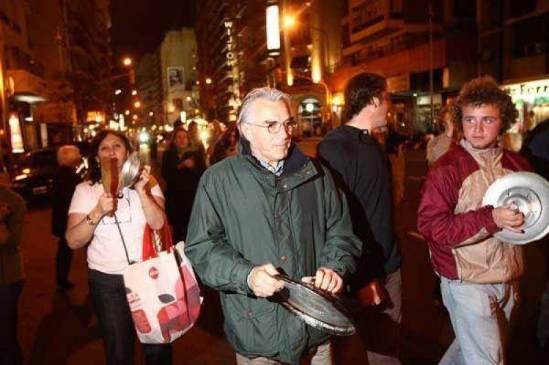 Protesta de los porte�os con cacerolas
