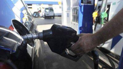 Además de transporte y prepagas, se viene otro aumento de combustible
