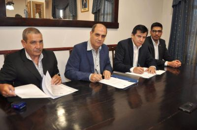 Firma de convenio entre el Ministerio de Producción y la Facultad de Humanidades de la UNSE