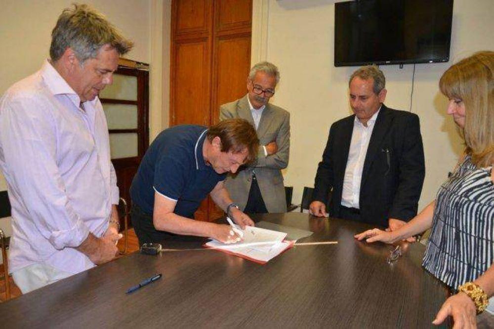 Se firmó la concesión, por ocho años, del transporte urbano de pasajeros en Paraná