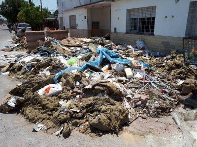 Exigen la limpieza del basural en la entrada al Club San Lorenzo