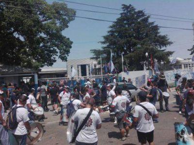 """""""Nos encontramos con los despidos y con la fábrica rodeada de más de cien efectivos policiales"""""""