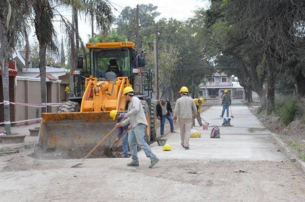 La Comuna realiza tareas de pavimento, limpieza de desagües y bacheos en la ciudad