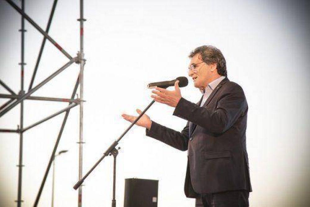 """Claudio Avruj: """"Docentes, intelectuales y políticos no judíos tienen claro la importancia de no apagar la llama de la memoria del Holocausto"""""""