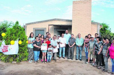 Familias de Choya accedieron a flamantes viviendas sociales