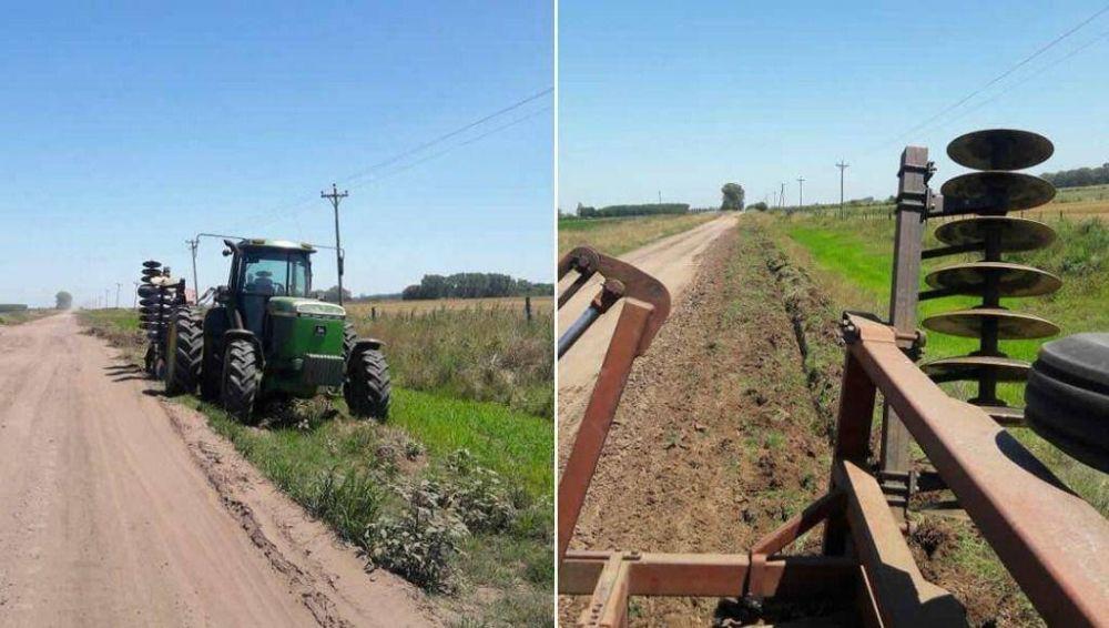 Ante la falta de respuestas del municipio, productores se arreglan los caminos solos
