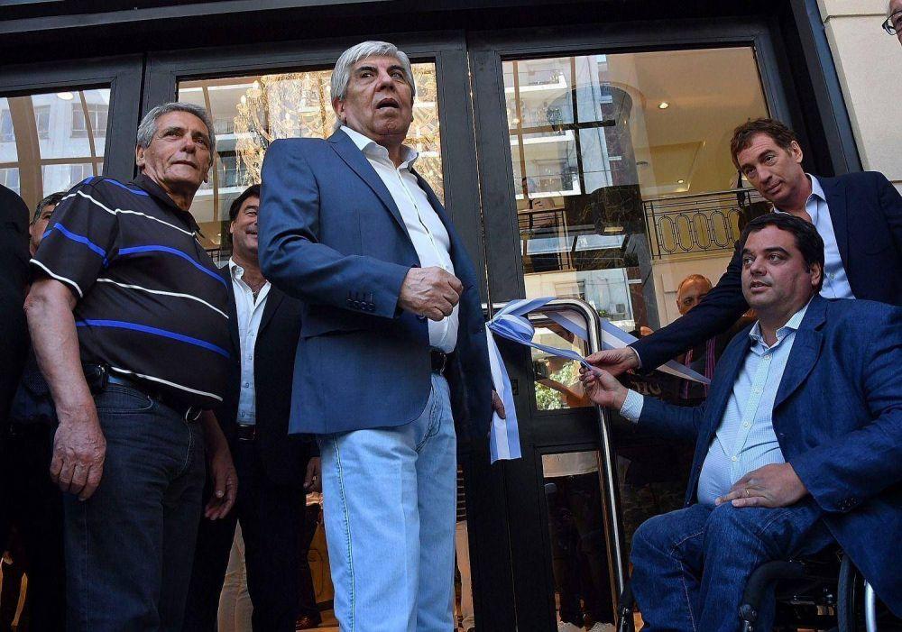 Moyano y Triaca compartieron un acto sindical tras la tensión por OCA