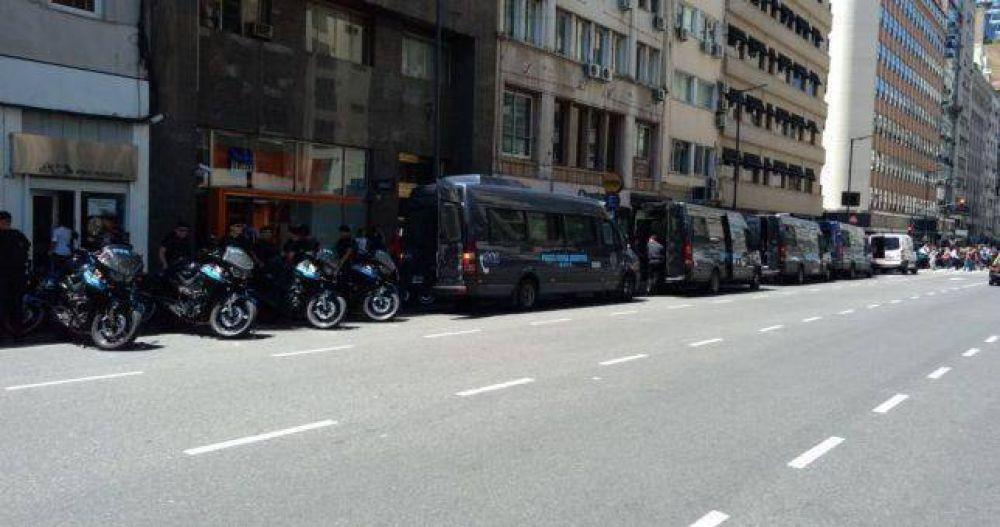 Bergman copó con Infantería el Ministerio para desarticular una protesta contra los despidos