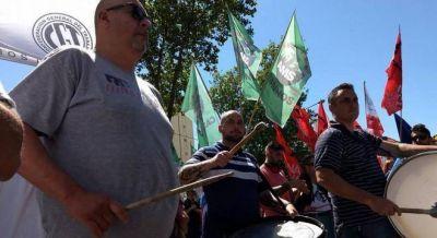 Trabajadores de casinos convocan a paro y movilizan a La Plata contra las medidas de Vidal