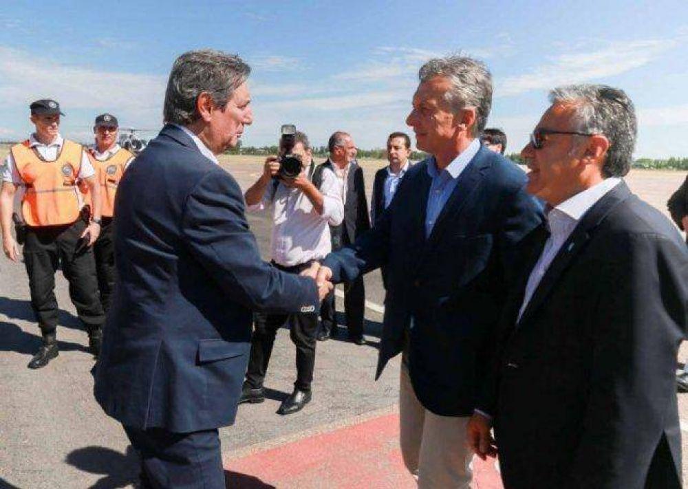 Félix le entregó a Macri una carpeta con algunos pedidos para San Rafael