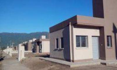 El gobierno riojano construirá 500 viviendas con recursos propios