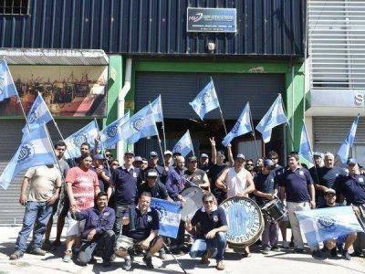Metalúrgicos: 15 trabajadores no cobran su sueldo y la empresa amenazó que cerraría